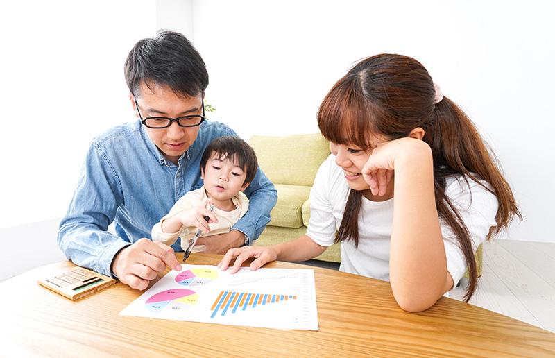 家計簿をアプリで共有するメリットや、アプリの選び方をご紹介します。