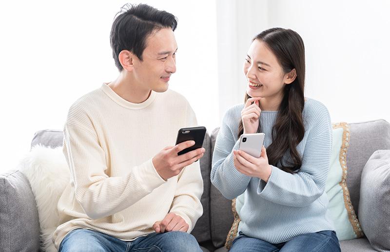 家計簿アプリを共有する夫婦