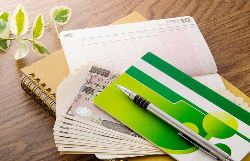 お金と銀行通帳